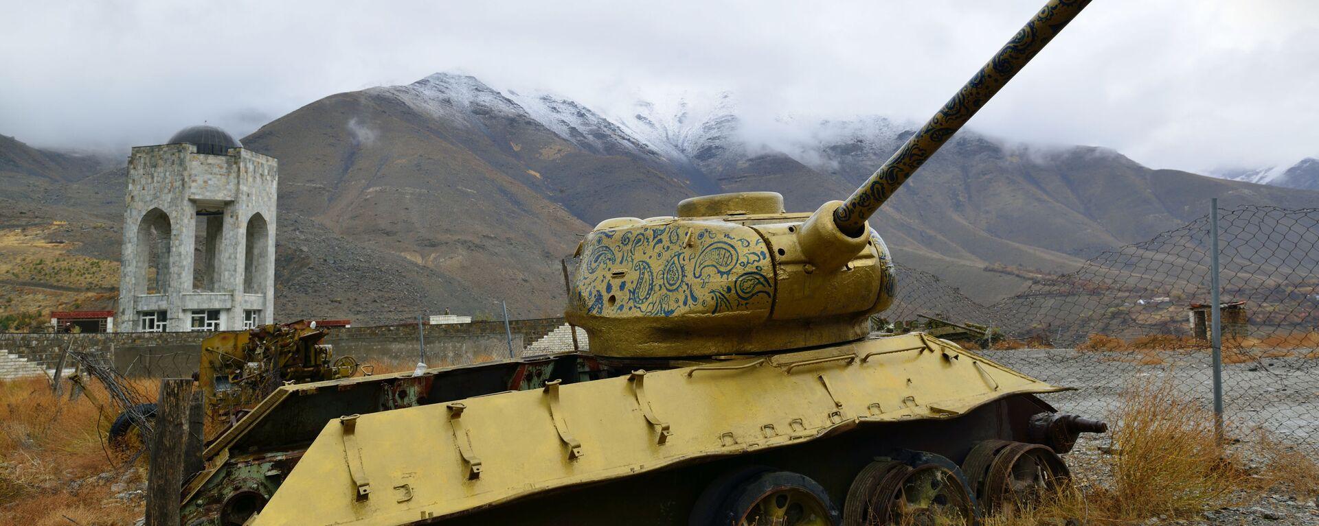 Панджшерское ущелье - Ахмад шах Масуд (мавзолей) и советские танки по-прежнему рядом - Sputnik Таджикистан, 1920, 12.08.2021