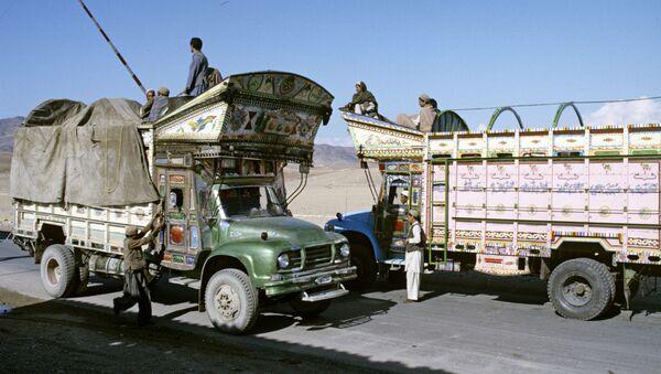Грузовики в Афганистане, архивное фото - Sputnik Таджикистан