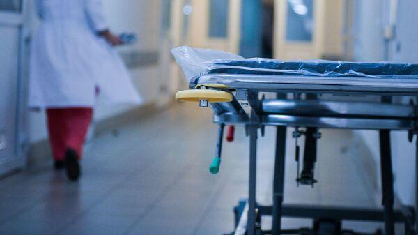 Медицинская каталка в больнице, архивное фото - Sputnik Тоҷикистон