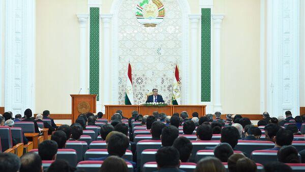 Эмомали Рахмон встретился с представителями государственных СМИ Таджикистана - Sputnik Таджикистан