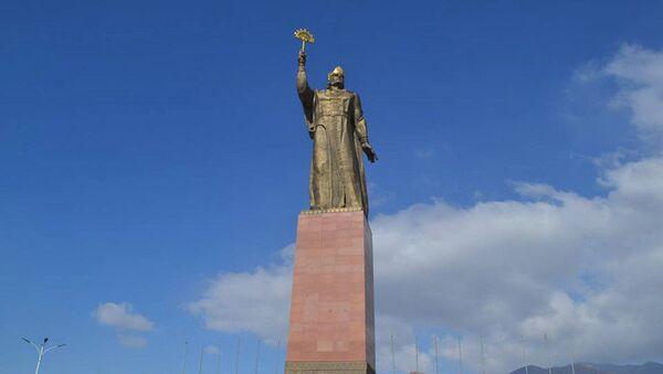 Памятник Исмоилу Сомони в Худжанде - Sputnik Тоҷикистон