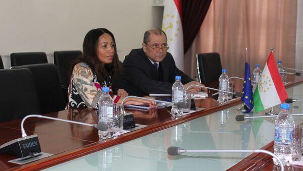 Встреча главы госкомимущества с послом ЕС в Душанбе  - Sputnik Тоҷикистон