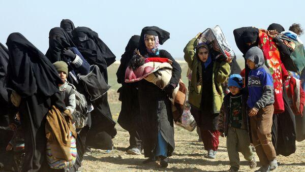 Женщины с детьми в Сирии, архивное фото - Sputnik Таджикистан
