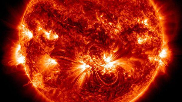 Пятна на поверхности Солнца оказались связаны с химическим составом его короны - Sputnik Таджикистан