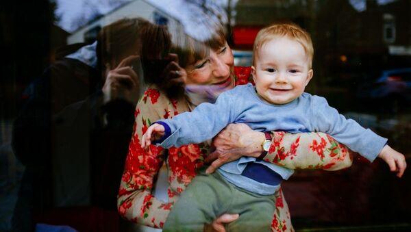 Бабушка с внуком, архивное фото - Sputnik Таджикистан
