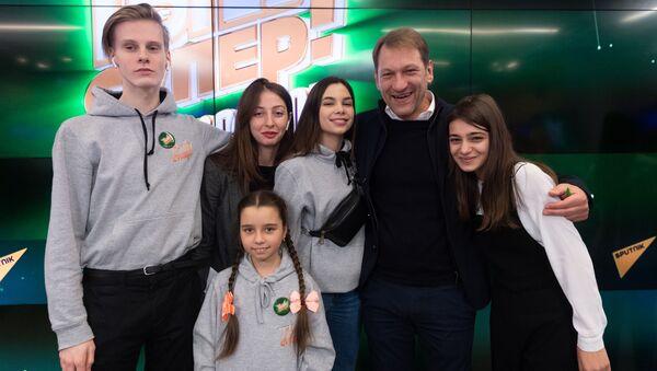 Участники конкурса Ты супер! на пресс-конференции - Sputnik Таджикистан