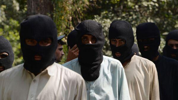 Боевики ИГ (террористическая организация, запрещена в РФ) и движения Талибан в полицейском отделении в Афганистане - Sputnik Тоҷикистон