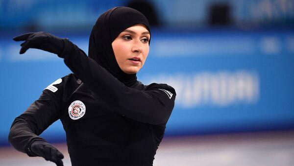 Спортсменка из ОАЭ Захра Лари на тренировке соревнований по фигурному катанию на XXIX Всемирной зимней Универсиаде 2019 - Sputnik Таджикистан