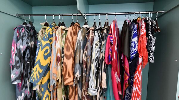 Выставка женской одежды и украшений в посольстве Франции в Душанбе - Sputnik Тоҷикистон