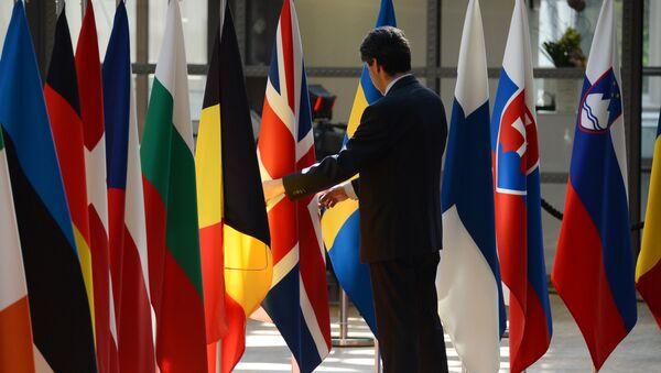 Флаги стран — участниц Европейского союза в Брюсселе - Sputnik Таджикистан