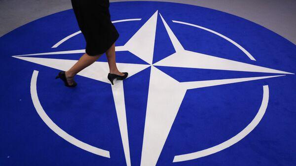 Символ НАТО, архивное фото - Sputnik Таджикистан
