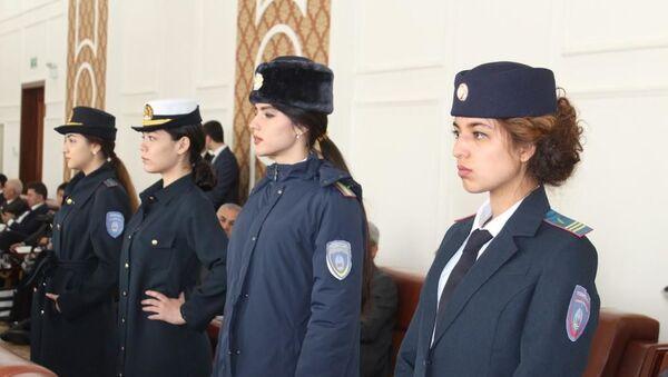 МВД Таджикистана презентовало новые образцы формы таджикской милиции - Sputnik Таджикистан