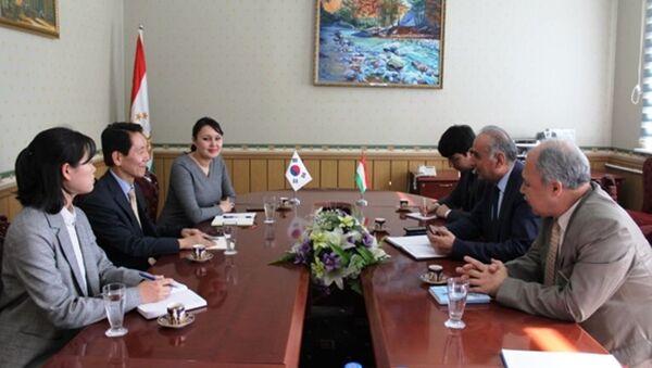 Шамсиддин Орумбекзода министр культуры Таджикистана провел встречу с послом Кореи в Таджикистане  - Sputnik Тоҷикистон