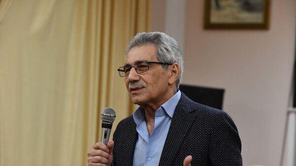 Валерий Ахадов, таджикский, российский режиссёр на творческом вечере в Душанбе - Sputnik Таджикистан