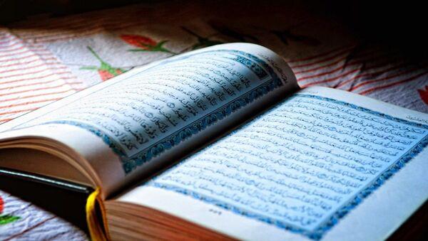 Открытая книга Коран - Sputnik Таджикистан