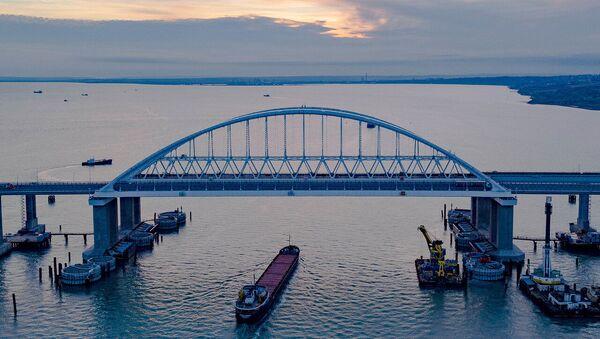 Крымский мост через Керченский пролив - Sputnik Таджикистан
