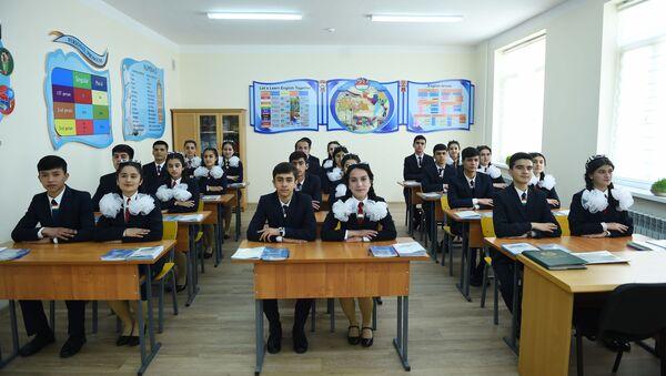 Президент Таджикистана Эмомали Рахмон на открытии в Душанбе новой школы - Sputnik Тоҷикистон