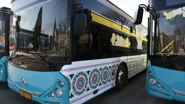 Автобусы в Душанбе, украшенные в преддверии праздника Навруз - Sputnik Тоҷикистон