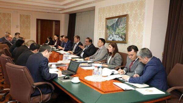 Руководства НБТ провела переговоры с главой миссии МФВ по Таджикистану Падамжа Ханделвал - Sputnik Тоҷикистон