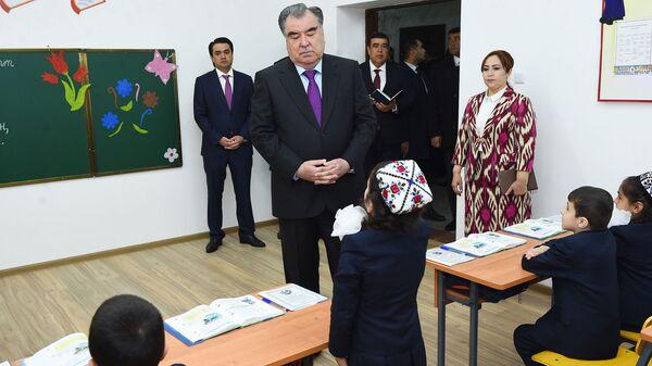 Эмомали Рахмон с Рустамом Эмомали открыли школу №99 в Душанбе - Sputnik Тоҷикистон