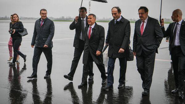 Президентом Республики Татарстан Минниханов Рустам прибыл в Республику Таджикистан - Sputnik Тоҷикистон
