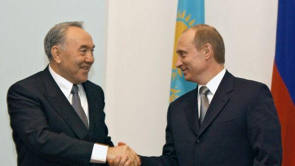 Президент России Владимир Путин и президент Казахстана Нурсултан Назарбаев - Sputnik Тоҷикистон