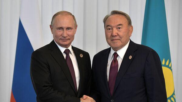 Президент РФ Владимир Путин и президент Казахстана Нурсултан Назарбаев - Sputnik Таджикистан