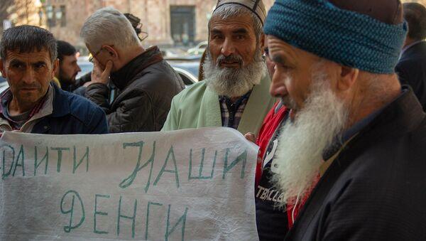 Таджикские хлопководы требуют выплаты зарплаты перед Домом правительства (21 марта 2019). Еревaн - Sputnik Таджикистан