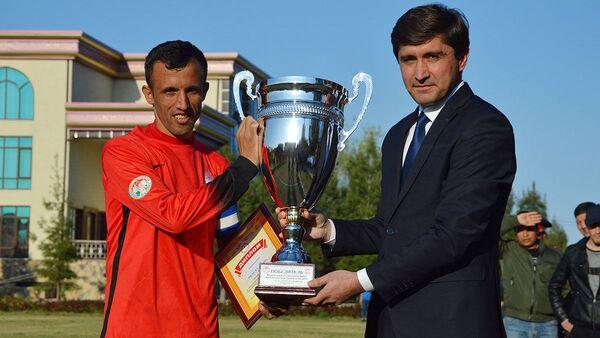 Вручение кубка Футбольной лиги Таджикистана - Sputnik Таджикистан