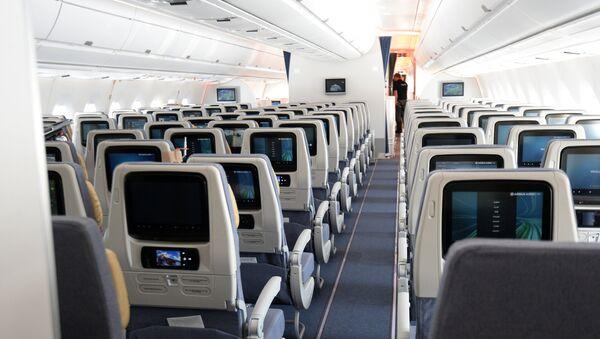 Новый пассажирский авиалайнер Airbus A350 XWB прибыл в московский аэропорт Шереметьево - Sputnik Таджикистан