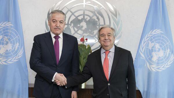 Глава МИД Таджикистана Сироджиддин Мухриддин и генеральный секретарь ООН Антонио Гутерреш - Sputnik Тоҷикистон