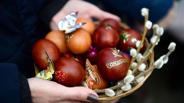 Освящение пасхальных куличей и яиц в Великую субботу - Sputnik Таджикистан