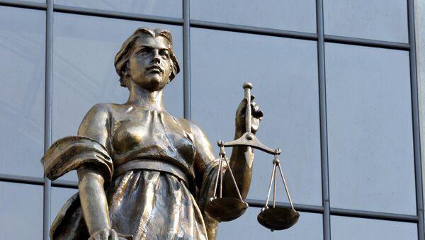 Статуя древнегреческой богини правосудия Фемиды на фасаде здания Верховного суда РФ. - Sputnik Таджикистан