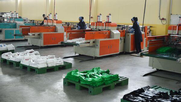 Завод по производству полиэтиленовых пакетов в Согдийской области - Sputnik Тоҷикистон