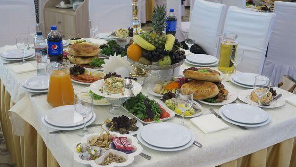 Угощения на узбекской свадьбе - Sputnik Тоҷикистон