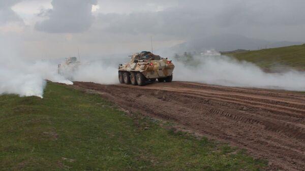 Российские военные провели учения на боевых машинах в горах Таджикистана - Sputnik Таджикистан