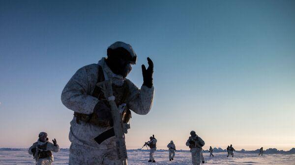 Учения спецназа Чеченской Республики в районе Северного полюса - Sputnik Таджикистан
