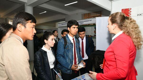 Восьмая международная выставка-ярмарка Российское образование Душанбе-2019 - Sputnik Тоҷикистон