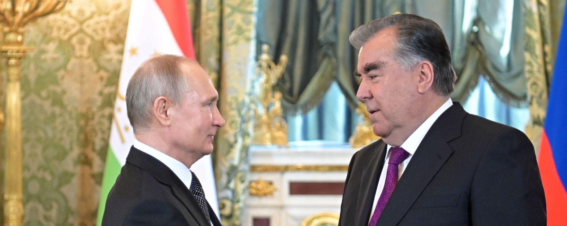 Президент РФ В. Путин встретился с президентом Таджикистана Э. Рахмон - Sputnik Таджикистан, 1920, 18.08.2021