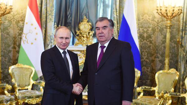 Президент России Владимир Путин и президент Таджикистана Эмомали Рахмон в Кремле - Sputnik Таджикистан