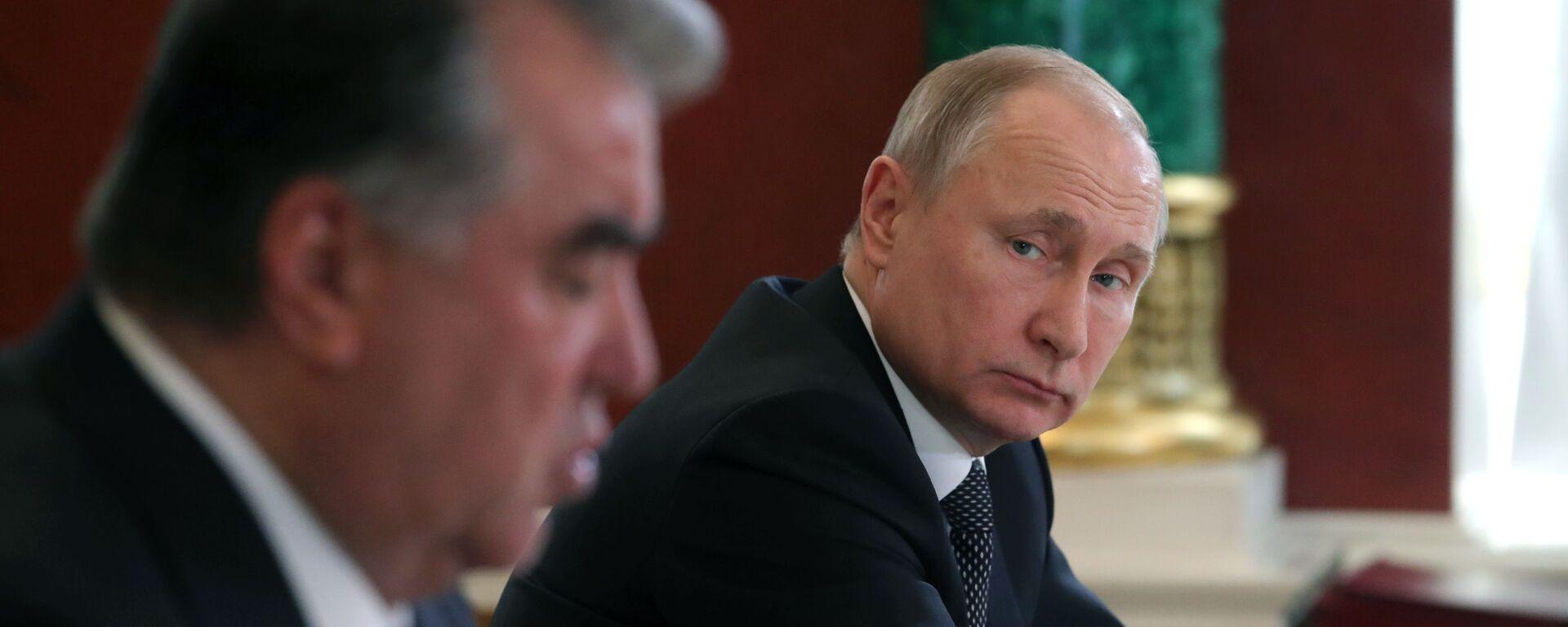 Президент РФ В. Путин встретился с президентом Таджикистана Э. Рахмон - Sputnik Таджикистан, 1920, 05.07.2021