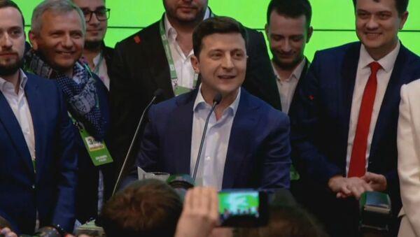 Мы сделали это вместе!: Зеленский одержал победу на выборах - Sputnik Тоҷикистон