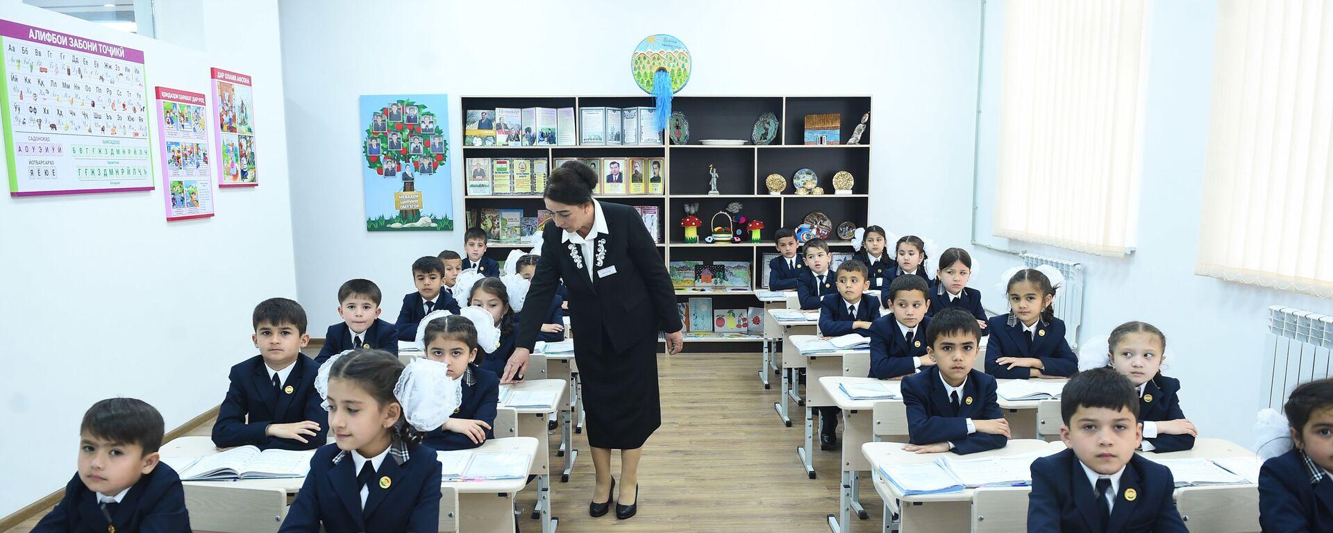 Новая школа в Душанбе - Sputnik Таджикистан, 1920, 15.07.2021
