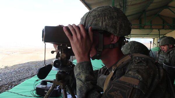 Российские разведчики обнаружили и навели огневой удар авиации и артиллерии на колонну условного противника  - Sputnik Таджикистан