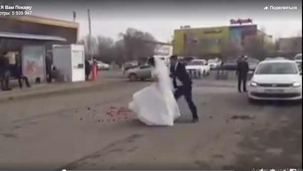 Невеста решила проучить жениха на пороге ЗАГСа - но что-то пошло не так - Sputnik Таджикистан