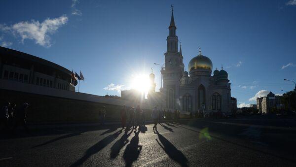 Мусульмане идут в Мечеть - Sputnik Тоҷикистон