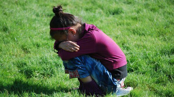 Девочка плачет, архивное фото - Sputnik Таджикистан