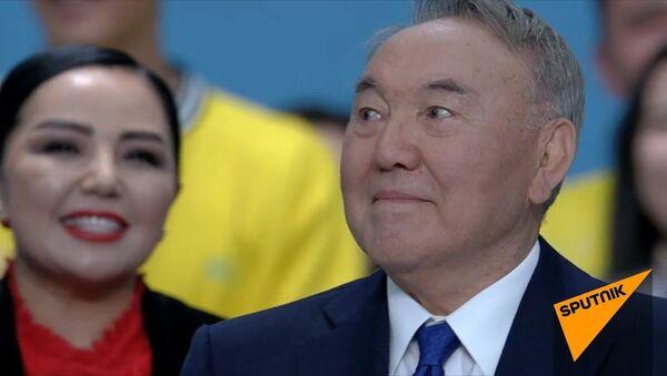 Назарбаев пустил слезу на съезде Nur Otan - Sputnik Тоҷикистон