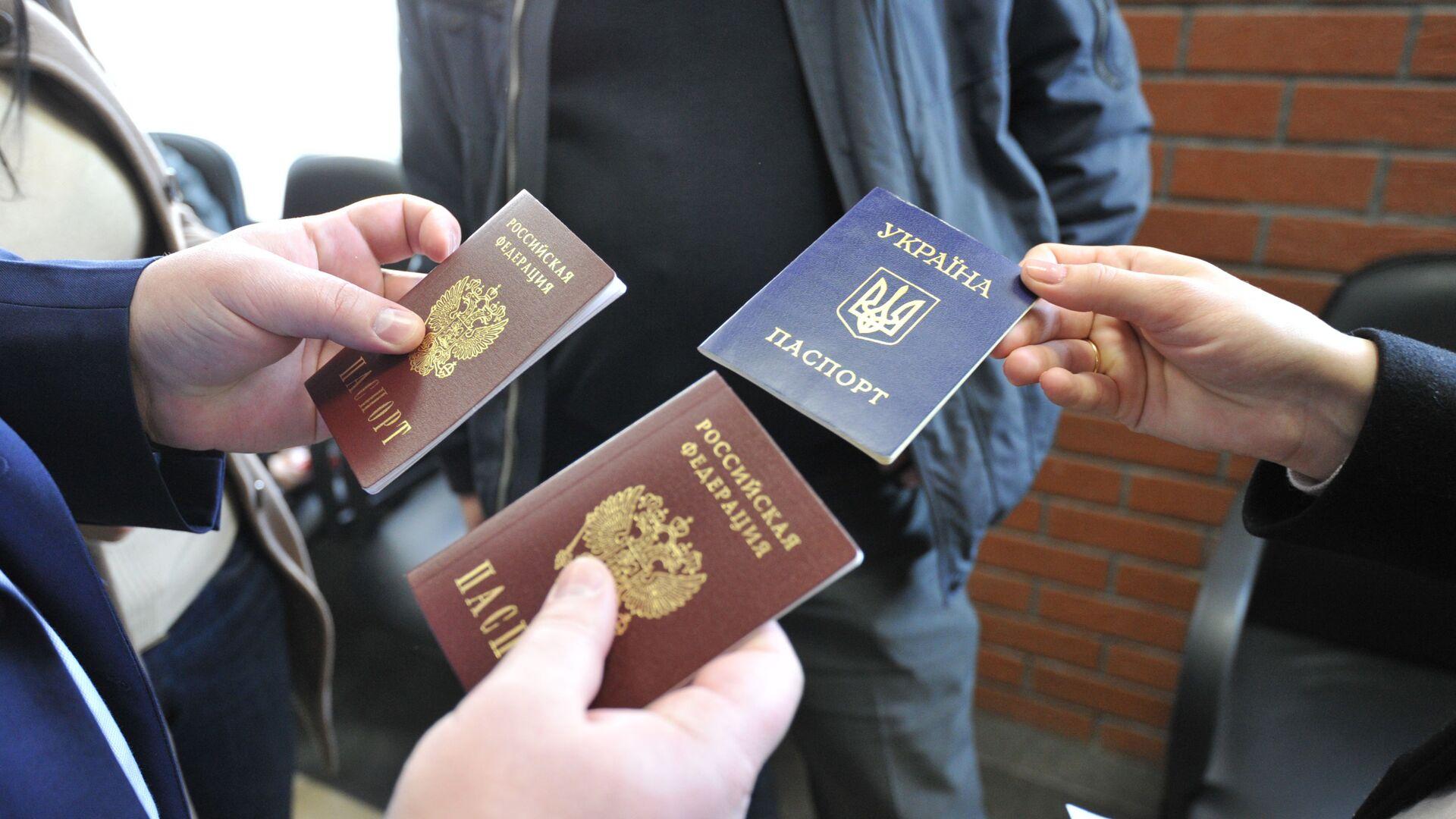 Получение паспортов Российской Федерации - Sputnik Таджикистан, 1920, 01.02.2021