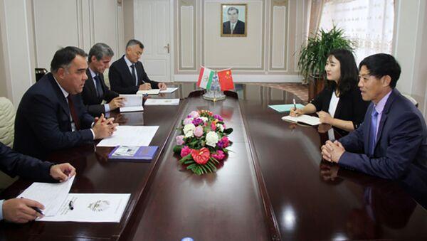 Ахмадзода провел встречу с главой совместной горнорудной предприятие Таджикистан Китай  - Sputnik Тоҷикистон